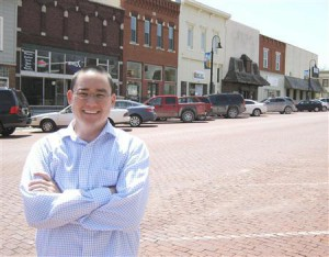 "Mike Bosch, part of a ""rural by choice"" movement, is pictured in Baldwin City, Kansas, April 24, 2013. Bosch kept his IT business instead of moving it to Dallas. Young people have been leaving rural America for decades, but Mike Bosch, 34, is happy to swim against the tide. REUTERS/Kevin Murphy"